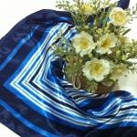 ผ้าพันคอ ผ้าคาดผมเนื้อไหมญี่ปุ่น : ลายสี่เหลี่ยมน้ำเงินขาว