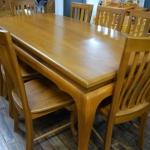 โต๊ะอาหารเก้าอี้ 8 ตัว