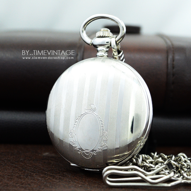 นาฬิกาพกพาทรงตลับ ลายยุโรปคลาสสิค ระบบถ่าน (1-31) สีเงินเงาเรียบหน้าปัด 90 องศา