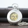 นาฬิกาพกระบบไขลานสีเงินเจาะกลางหน้าปัทม์โรมัน