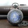 นาฬิกาพกแบบฝาหน้าใสระบบไขลานลายเถาวัลย์คลาสสิคสีดำ Pewter หน้าปัดสีน้ำเงิน