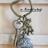 พวงกุญแจวินเทจจี้นาฬิกาทรงกลม Love Bear (พร้อมส่ง)